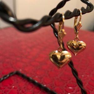 Jewelry - 10kt gold heart leverback earrings 💓